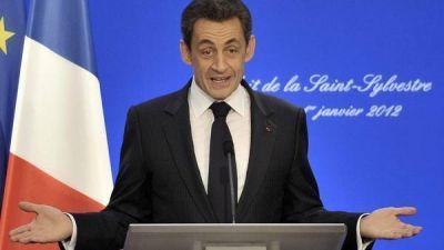 Arrestan a tres estrechos colaboradores de Sarkozy