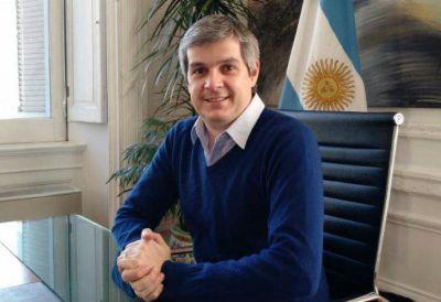 Marcos Peña cruzó al asesor del Papa: