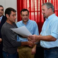 Finocchiaro y Rossi entregaron escrituras a 22 familias
