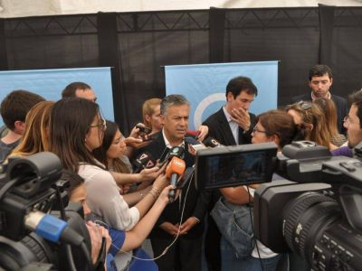 Cornejo analiza adelantar la negociaci�n paritaria a diciembre