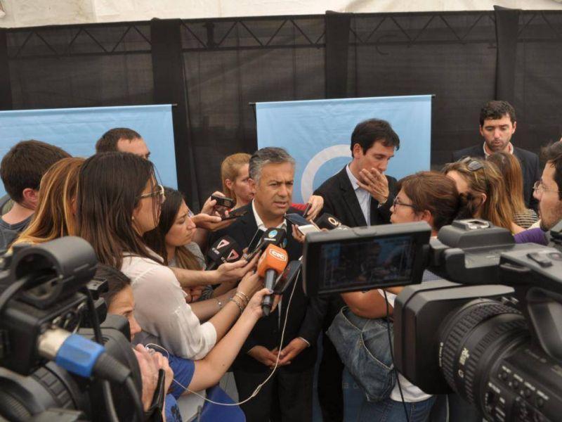 Cornejo analiza adelantar la negociación paritaria a diciembre