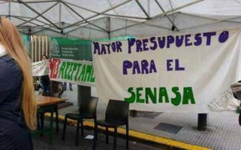 """Trabajadores del SENASA paran por 10 días contra """"vaciamiento"""" del organismo"""