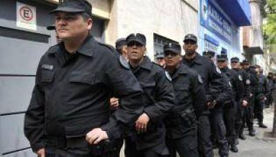 Antes de llegar a la Legislatura, le marcan la cancha a la nueva policía