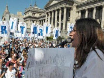 Estatales, docentes y profesionales de salud marcharon al Ministerio de Educación