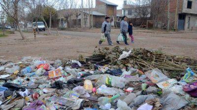 Duras multas para los que tiren basura en espacios públicos