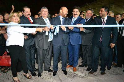 Insfrán inauguro en Clorinda imponente estadio, pavimento e iluminación, y activo obra de puente