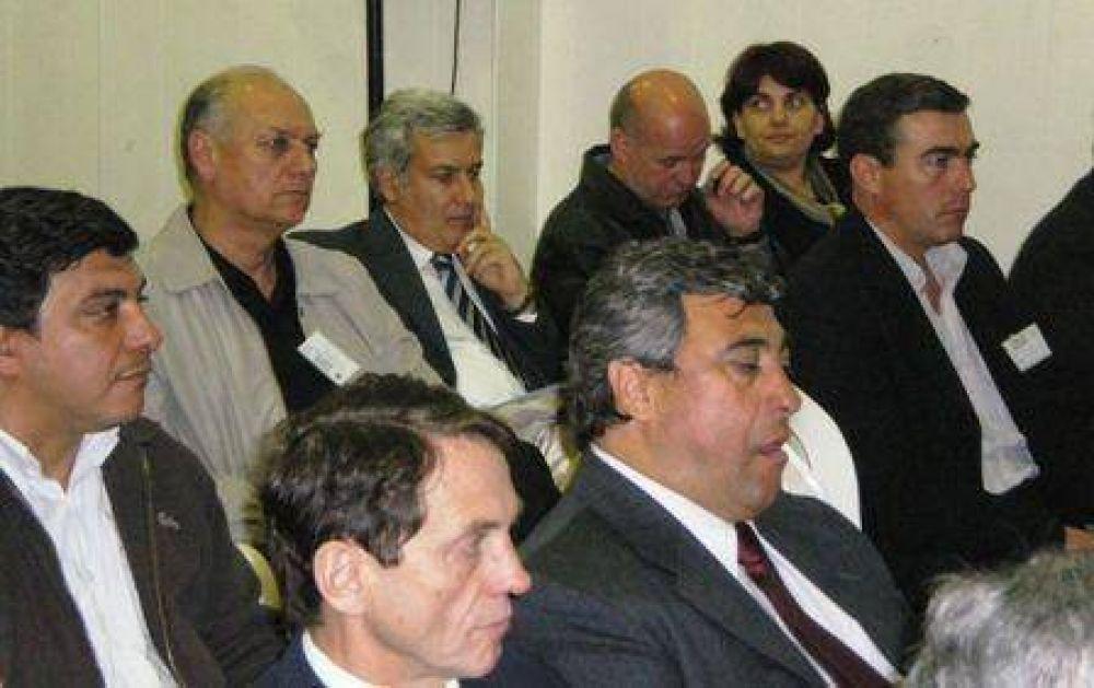 Torroba, Olivero y Kenny en el Foro de Intendentes de la UCR