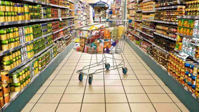 Agosto fue el peor mes para el consumo: cayó un 7,4% y los hogares hacen recortes