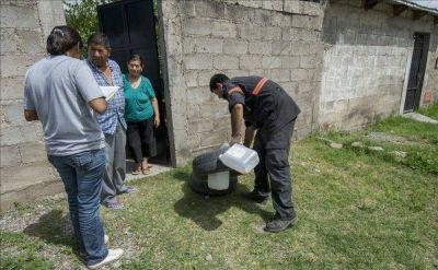 Por cada cien casas, hay una con tres criaderos de dengue