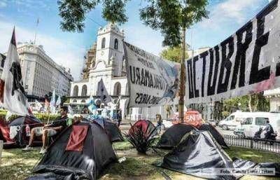 Los Movimientos Sociales llevan el tercer día de acampe sin que Peña los reciba