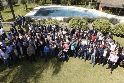 El peronismo del interior, unido, irrumpió en el tablero político bonaerense