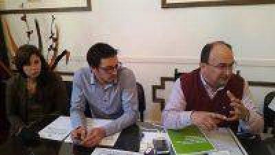 El municipio firm� tres convenios en la ciudad de La Plata