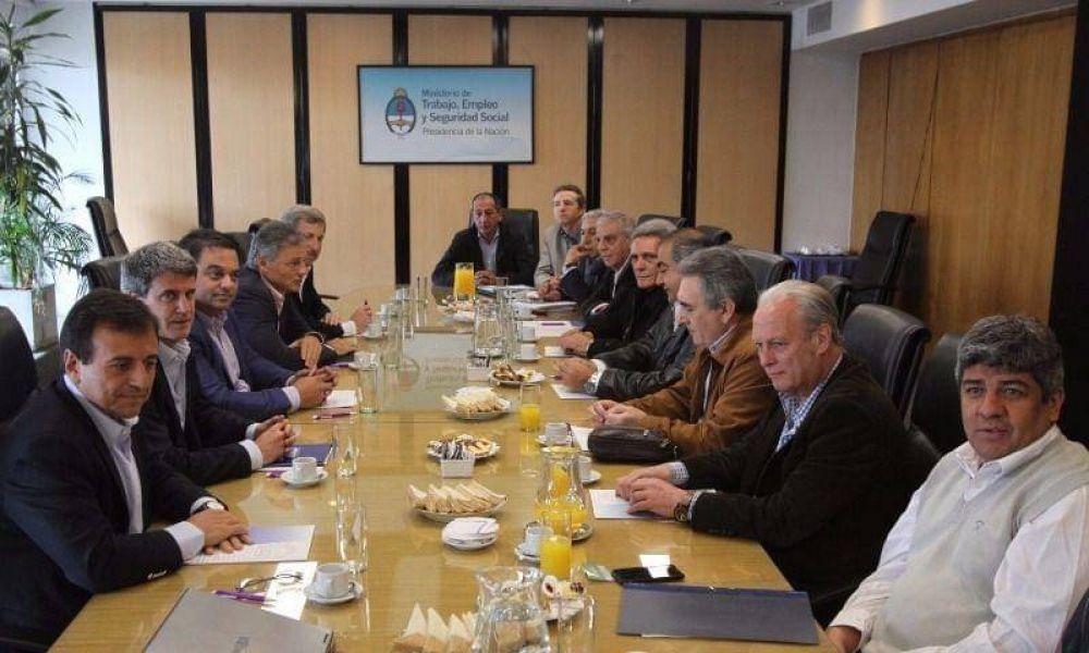 """La CGT sigue demorando la decisión sobre el paro: el Gobierno pedirá """"ayuda"""" a empresarios"""