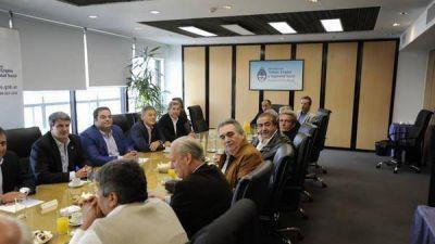 El Gobierno y la CGT seguir�n negociando y el paro qued� en suspenso