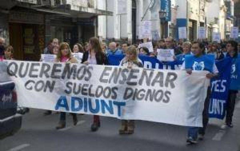 CONADU y ADIUNT haran huelga por un aumento y rechazo a Ganancias