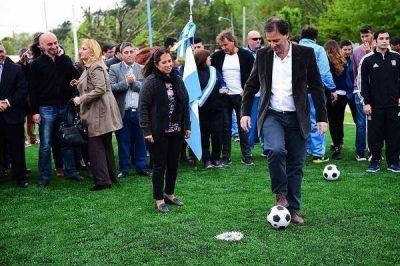 Ariel Sujarchuk inauguró un polideportivo en Matheu