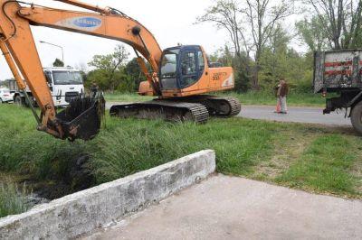Trabajos de limpieza en el canal prolongaci�n Moreno
