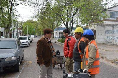 Trabajos de bacheo en la planta urbana