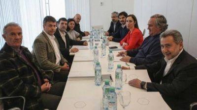 Vidal se reuni� con gremios y empresarios del Puerto