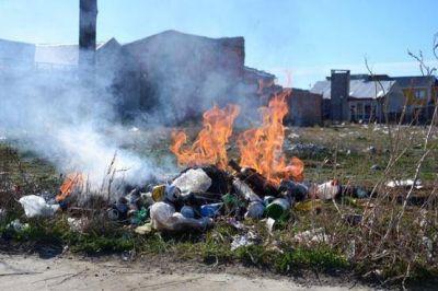 Decidieron quemar la basura por presencia de roedores