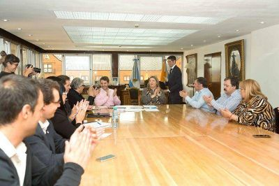 Bertone decretó mejoras en materia habitacional para trabajadores de la salud