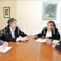 Barrio Lourdes: firmaron el contrato para la obra de cloacas