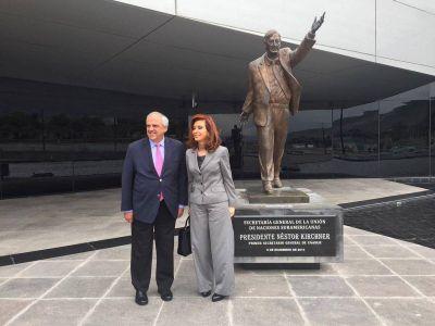 CFK visitó la Unasur y la biblioteca Gabriel García Marquez