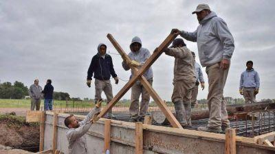 Contin�an las obras en el barrio El Pinar