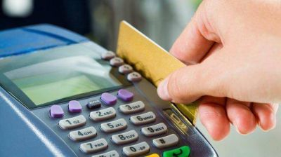 El Gobierno prepara un nuevo plan de arancelamiento para las tarjetas
