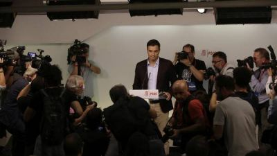 Renunci� el l�der del Partido Socialista espa�ol en medio de una severa crisis interna