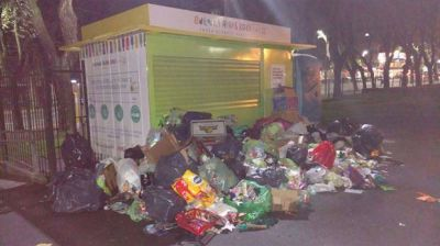 Problemas en los Puntos Verdes de la Ciudad: hay basura acumulada en las plazas y denuncian despidos