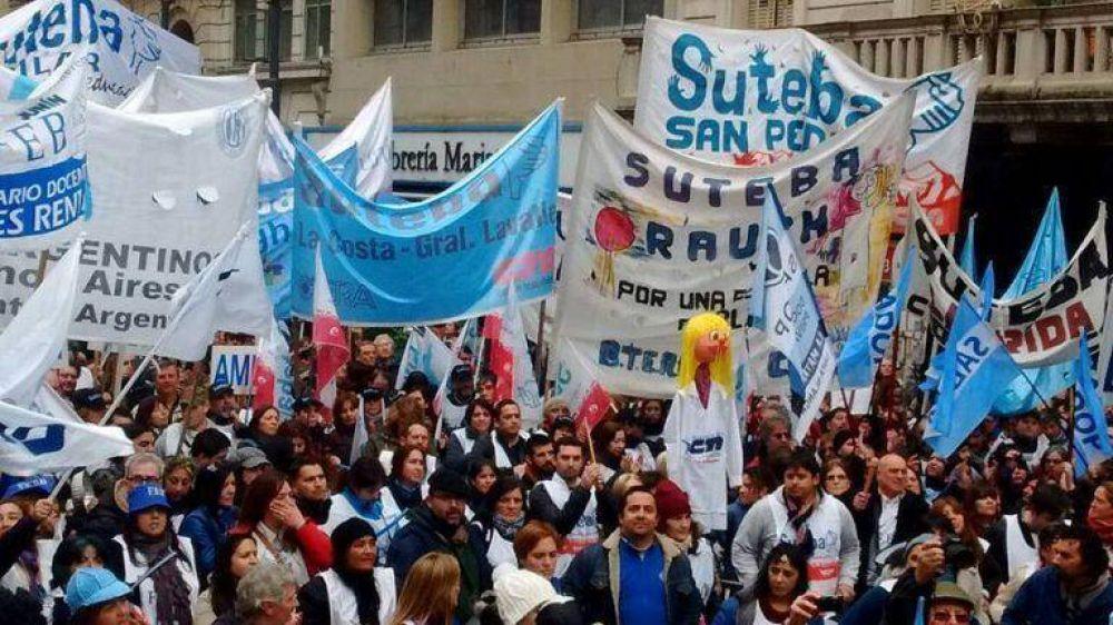 Más de 25 mil docentes se movilizaron por la reapertura de paritarias