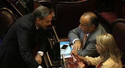 Los senadores del PJ presionan a Macri para que no baje los giros a las provincias