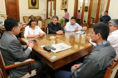 El gobernador Casas recibi� al padre de la juvenil tenista Jazm�n Ortenzi