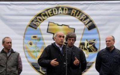 Daniel Salvador visit� la 30� Exposici�n Rural de Laprida