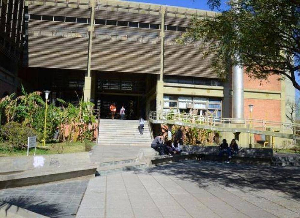 Los dos gremios docentes anunciaron un paro en la UNSL para el martes
