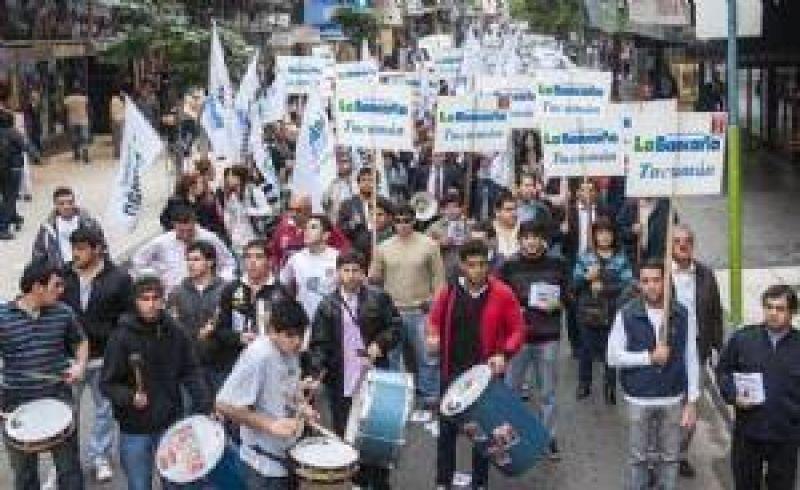Los bancarios harán asambleas de protesta por mejores salarios