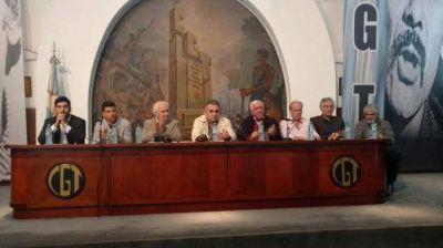 """El gobernador acompañó a """"Pino"""" Solanas en la presentación de su libro """"El legado"""""""