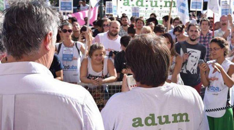 Más del 90% de los docentes universitarios adhirió al paro de Adum