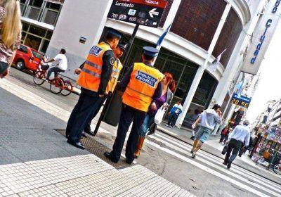 Inseguridad: ocho de cada diez argentinos desconf�a de la Polic�a   Imagen de archivo