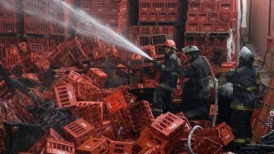 Importante incendio en los depósitos de la Coca Cola