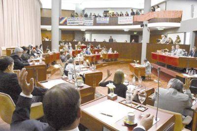 La Legislatura se hizo eco de la crisis petrolera y textil