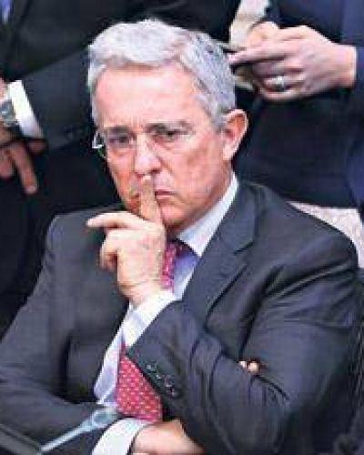 Santos y Uribe nombran representantes