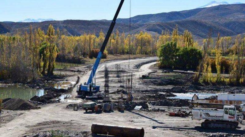El conflicto para iniciar el puente sobre el Curi Leuv� se podr�a destrabar la siguiente semana