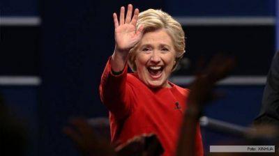Hillary busca el voto femenino, luego de los traspiés de Trump
