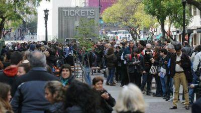 Teatrazo en el Obelisco: tras las largas colas, ofrecerán más entradas a $ 100