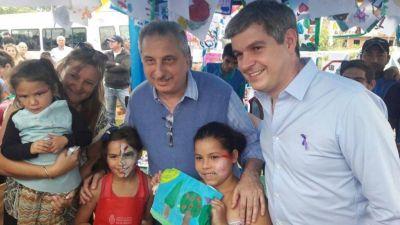 "Marcos Peña recorrió una plaza de Itaembé Miní, y prometió ""estar cerca de la gente"""