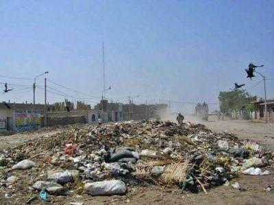Denuncian penalmente a Gustavo Sáenz por el manejo de los residuos