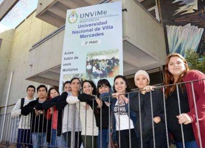 M�s de 500 trabajadores no docentes universitarios se re�nen en Villa Mercedes