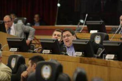 Tras las denuncias, García retiró su postulación en la UCR